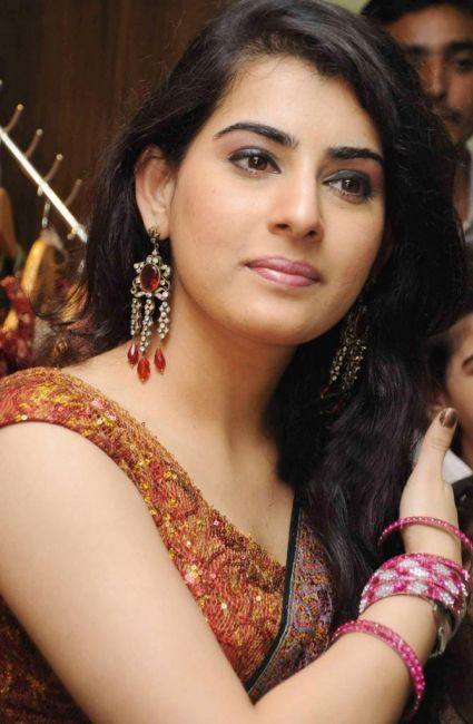 Archana Looking Hot In Black Saree and Brown Blouse
