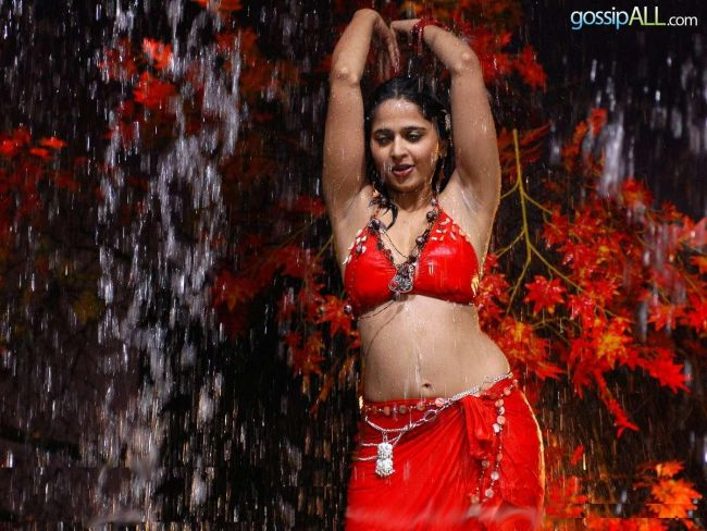 Anushka Shetty In Red Bra Top and Wet With Sexy Armpits and Navel Show