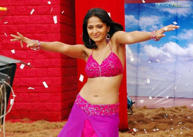 Anushka Shetty in Pink Bra Top Revealing Sexy Curves and Navel