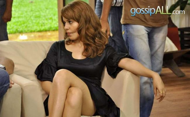 Kangna Ranaut Sitting on Couch and flaunting Hot Milky Legs and Thighs
